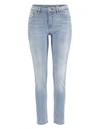 Šviesiai mėlyni aptempti džinsai