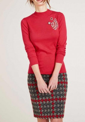 Raudonas dekoruotas megztinis
