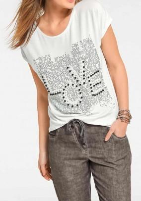 Karoliukais dekoruoti marškinėliai