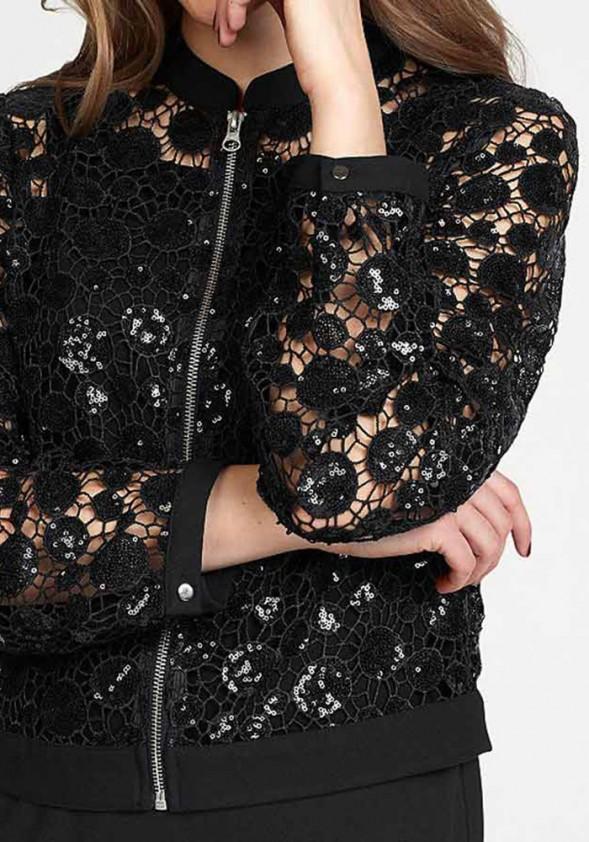 Žvyneliais dekoruotas juodas švarkas