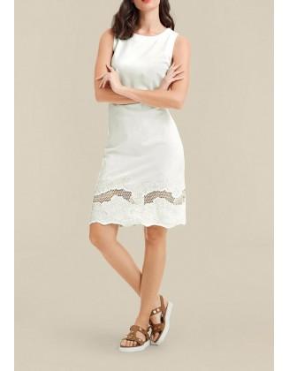 Balta siuvinėta suknelė