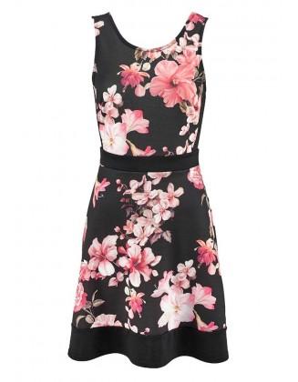 Juoda suknelė su gėlėmis