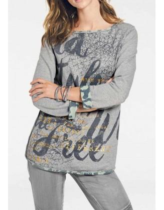 Išverčiamas pilkas megztinis