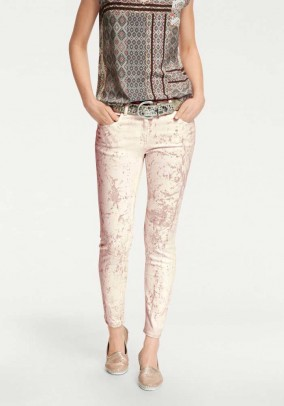 Pudros spalvos džinsai
