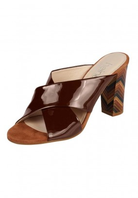 Patent leather mule, brown