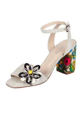 Sandal with embroidery, cream