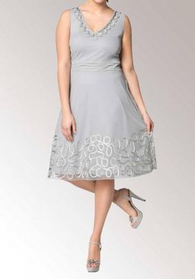Pilka siuvinėta Sheego suknelė