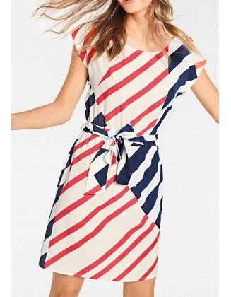 Kontrastinga marga suknelė
