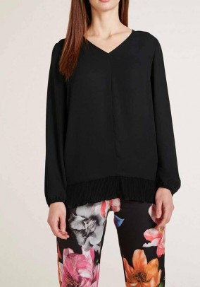 Blouse with pleats, black