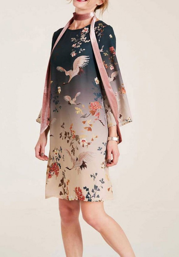 Suknelė su paukščių motyvais