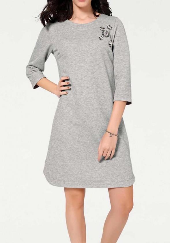 Pilka suknelė su sage
