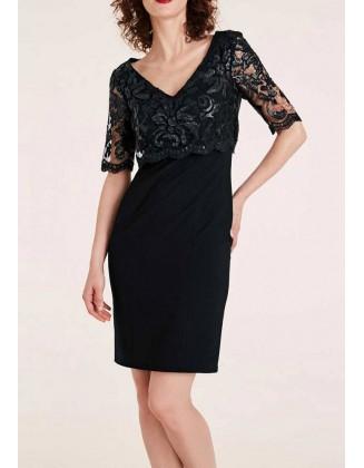 Kokteilinė juoda suknelė su nėriniais