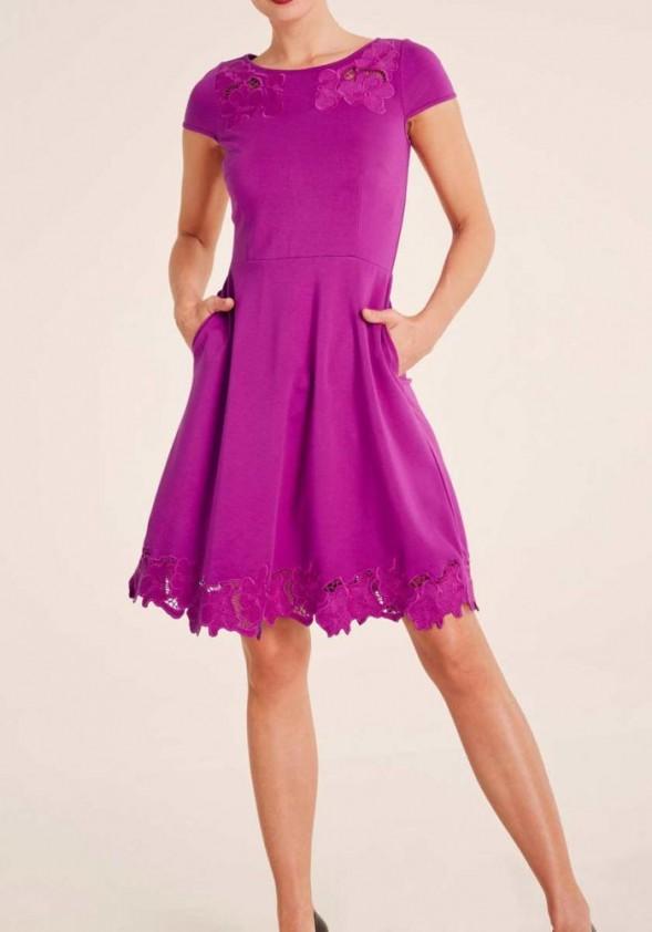 Siuvinėta violetinė suknelė