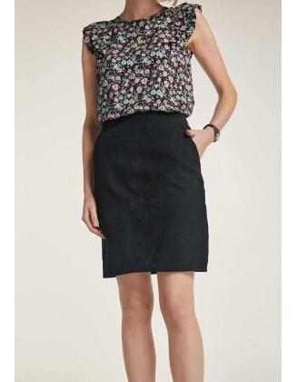 Verstos odos juodas sijonas