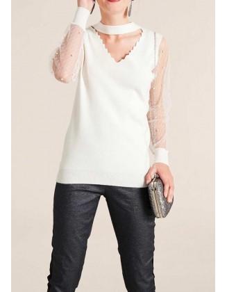 Baltas megztinis su perlais