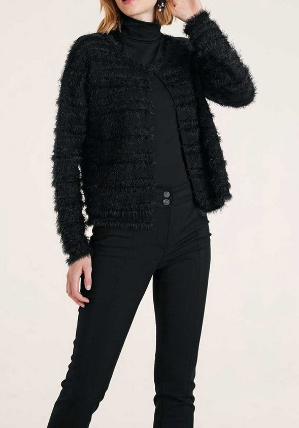 Juodas pūkuotas megztinis su vilna