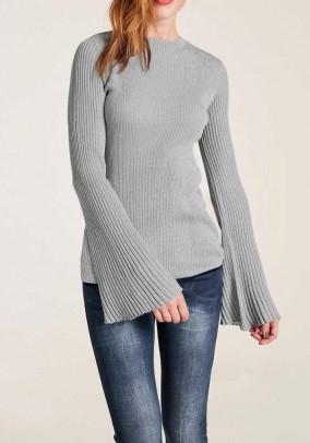 Pilkas megztinis platėjančiomis rankovėmis