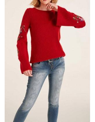 Raudonas siuvinėtas megztinis