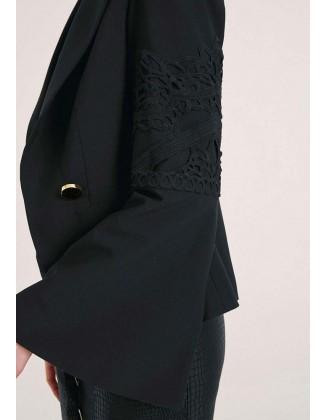 Elegantiškas švarkas plačiomis rankovėmis