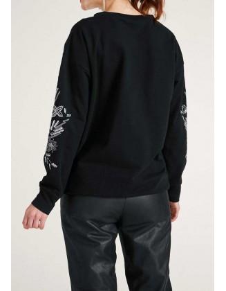 Juodas siuvinėtas megztinis