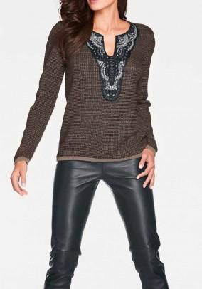 Rudas dekoruotas megztinis