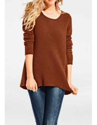 Laisvo stiliaus rudas megztinis