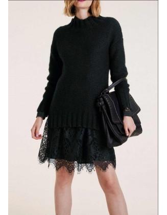 Juodas laisvo stiliaus megztinis su mohera