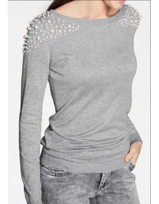 Pilkas megztinis su dekoruotais pečiais
