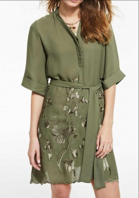 Žalsva siuvinėta suknelė