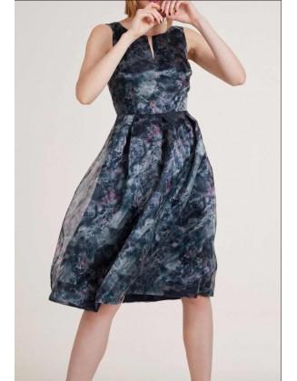 Didesnio dydžio organzos suknelė