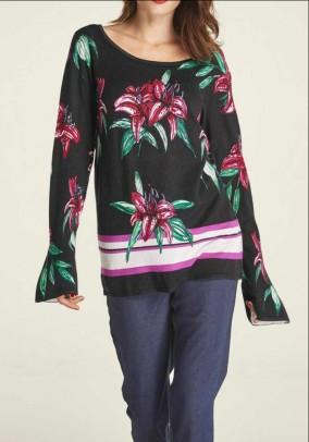 Juodas megztinis su gėlių motyvais