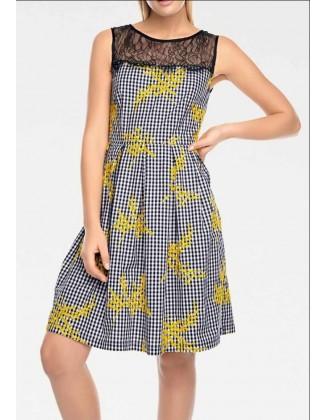 Žaisminga languota suknelė