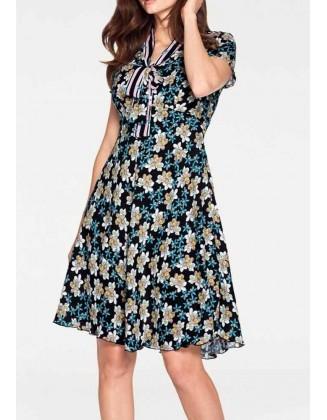 Romantiška suknelė su kaspinu