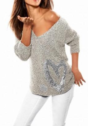 Pilkas megztinis su dekoracija