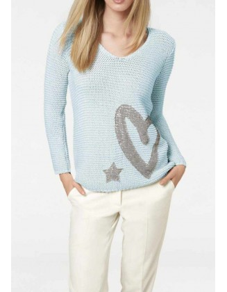 Melsvas megztinis su dekoracija
