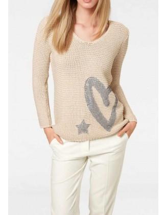 Smėlinis megztinis su dekoracija