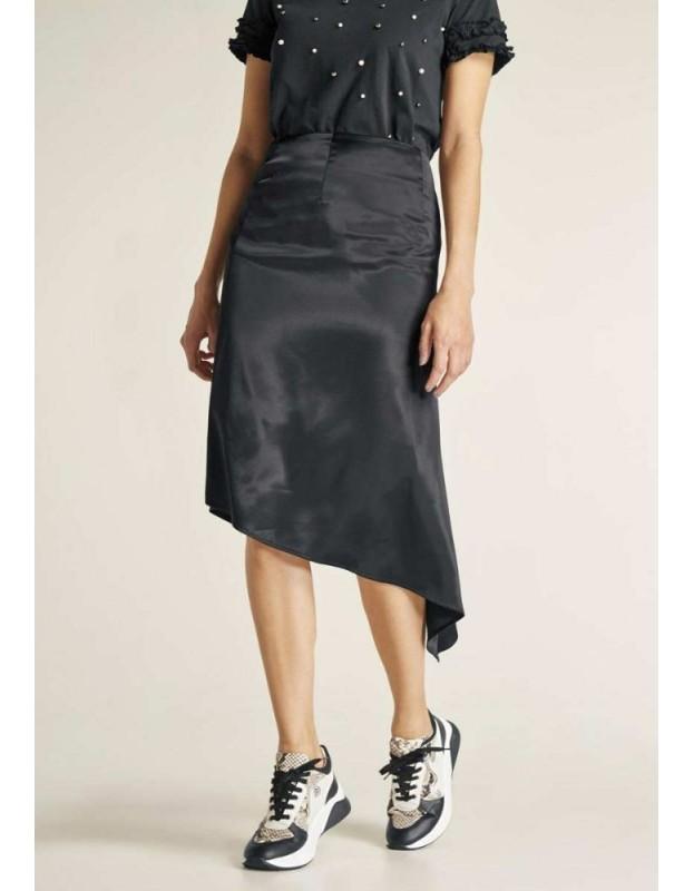 Juodas satino sijonas