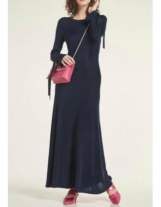 Ilga mėlyna megzta suknelė