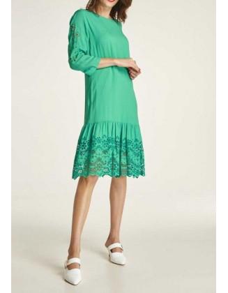 Žalia siuvinėta suknelė