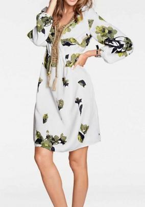 Balta suknelė su žaliais motyvais