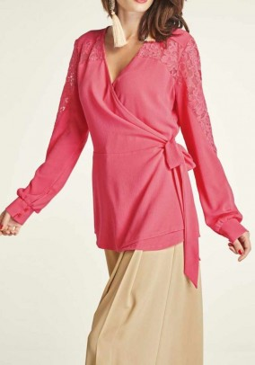 Wrap blouse with lace, lobster