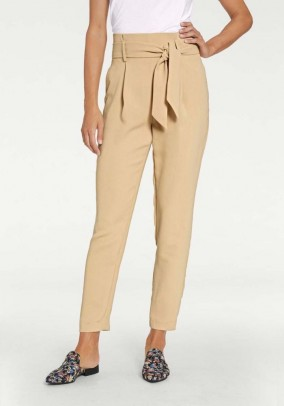 Trousers with creases and belt, camel
