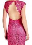 Rožinė GUESS nėriniuota suknelė