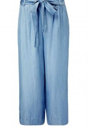 Mėlynos plačios kelnės