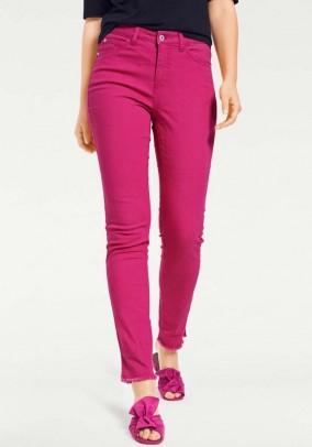 Aptempti rožiniai džinsai