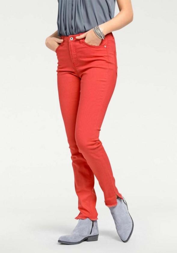 Aptempti oranžiniai džinsai