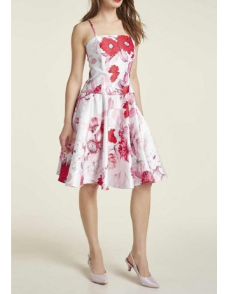 Balta suknelė su raudonų gėlių motyvais