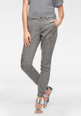 Jeans with rivets, light grey