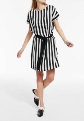 Dress with belt, black-white