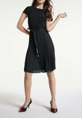 Pleat dress with belt, black